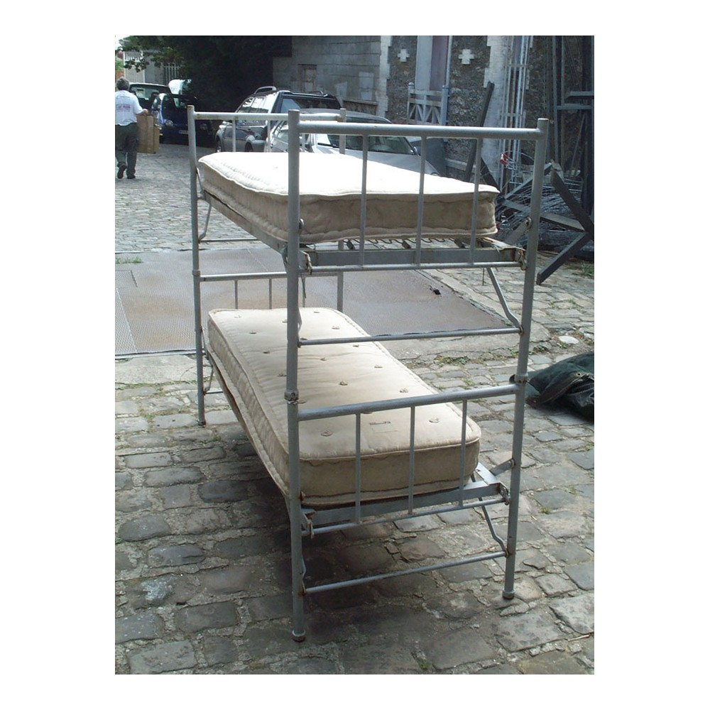 location ventes d coration militaire. Black Bedroom Furniture Sets. Home Design Ideas