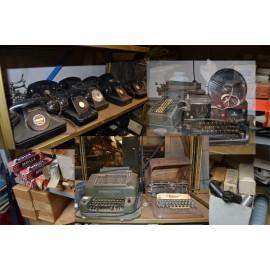 Accessoires ancien machine a crire t l phones vaiselles for Chaise us ww2